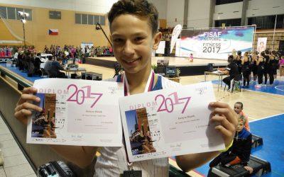 Spanilá jízda aerobiku pokračuje. Na mistrovství světa získal 3 medaile.