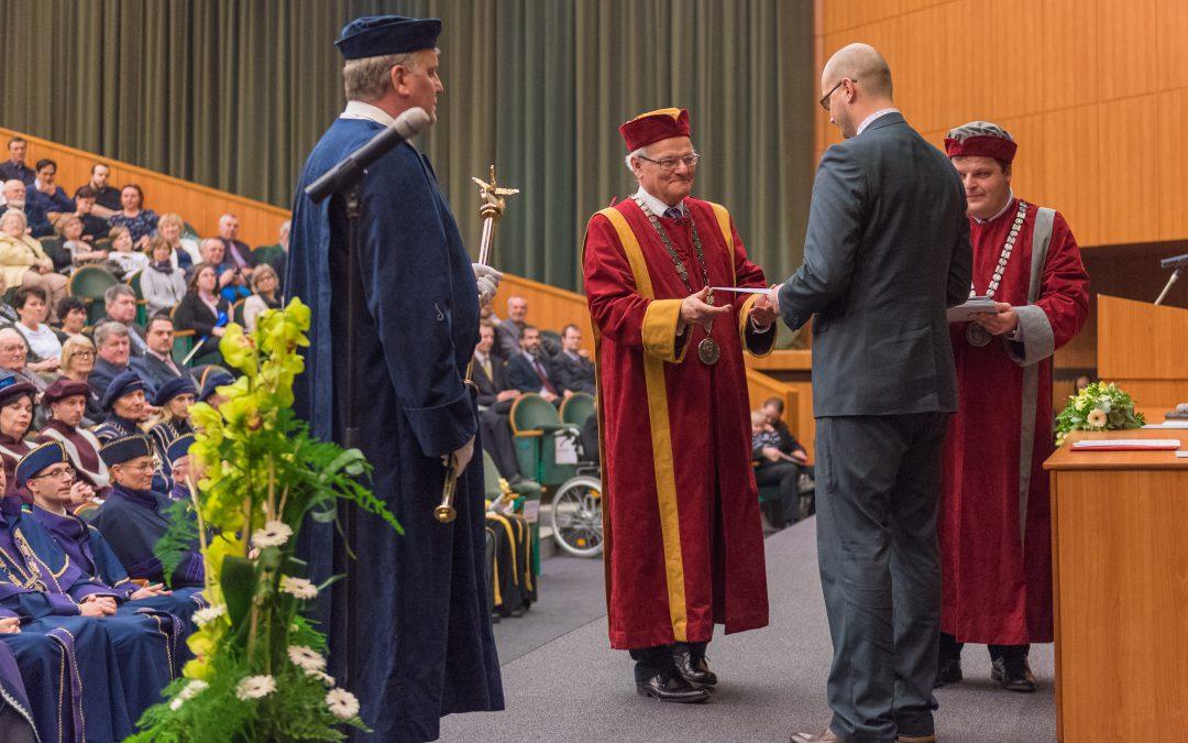 Noví doktoři a docenti si převzali diplomy a jmenovací dekrety