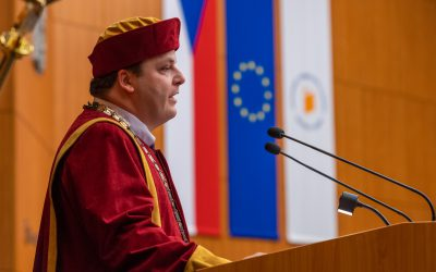 Akademický obřad symbolicky uvedl rektora do funkce
